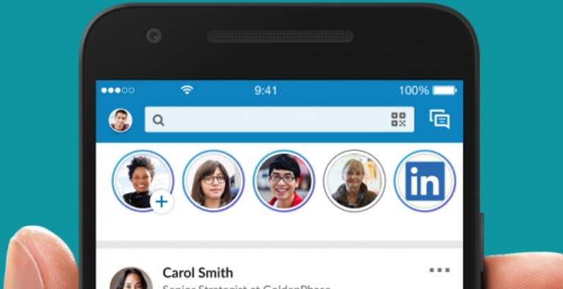 Tela de celular mostrando stories do LinkedIn